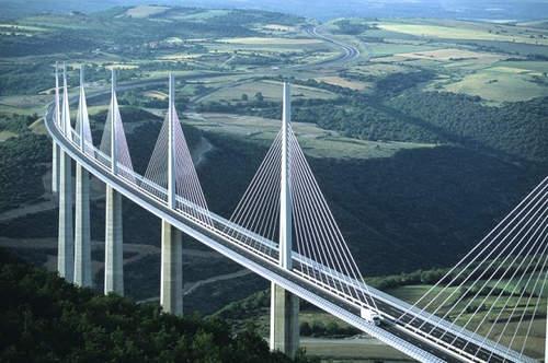 Menjulang Tinggi Di Atas   Ft Tarn Valley Di Selatan Perancis Mengemudi Di Sepanjang Jembatan Millau Dikatakan Merasa Seperti Terbang