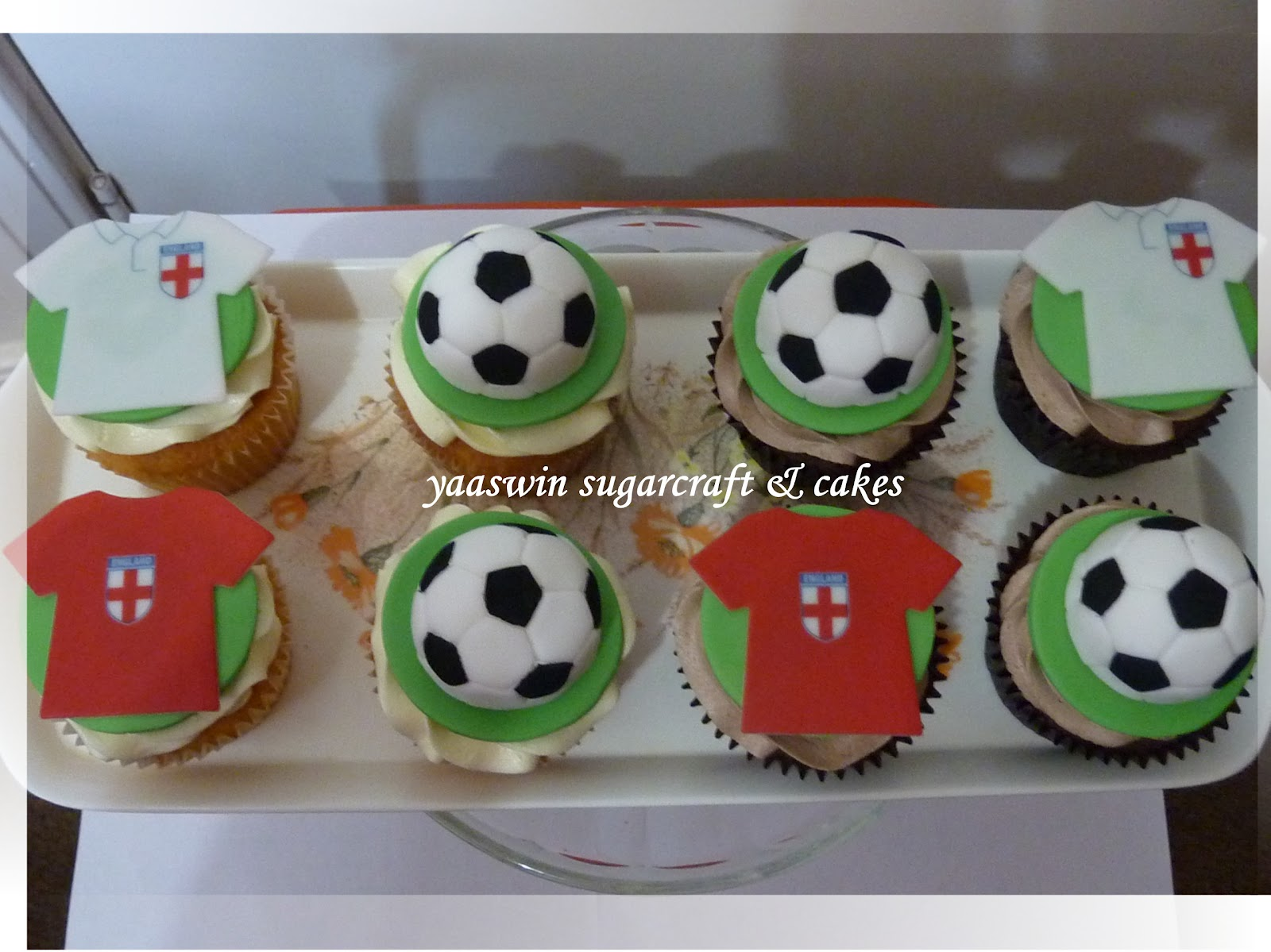 Football Themed Cakes http://yaaswinsugarcraft.blogspot.com/2012/05/football-themed-cupcakes.html