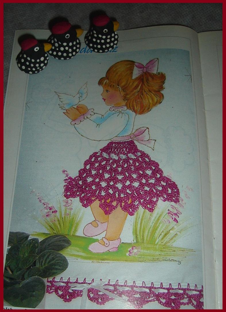 Mais uma bonequinha para pintar e crochetar a saia.