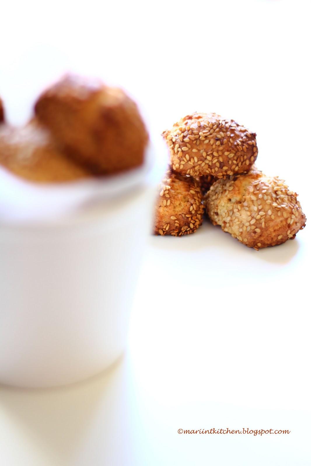 reginette, ovvero biscotti ricoperti di sesamo
