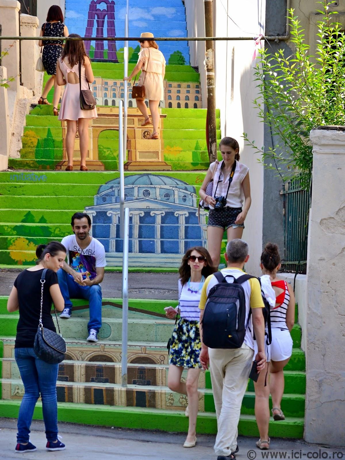 Strada Xenofon renăscută: cea mai colorată stradă din București, sau nostagia decorurilor de mucava - ici-colo.ro