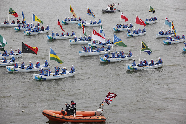 Queen+Diamond+Jubilee+Thames+Pageant+photos+Boats+carrying+Commonwealth+flags+magnified
