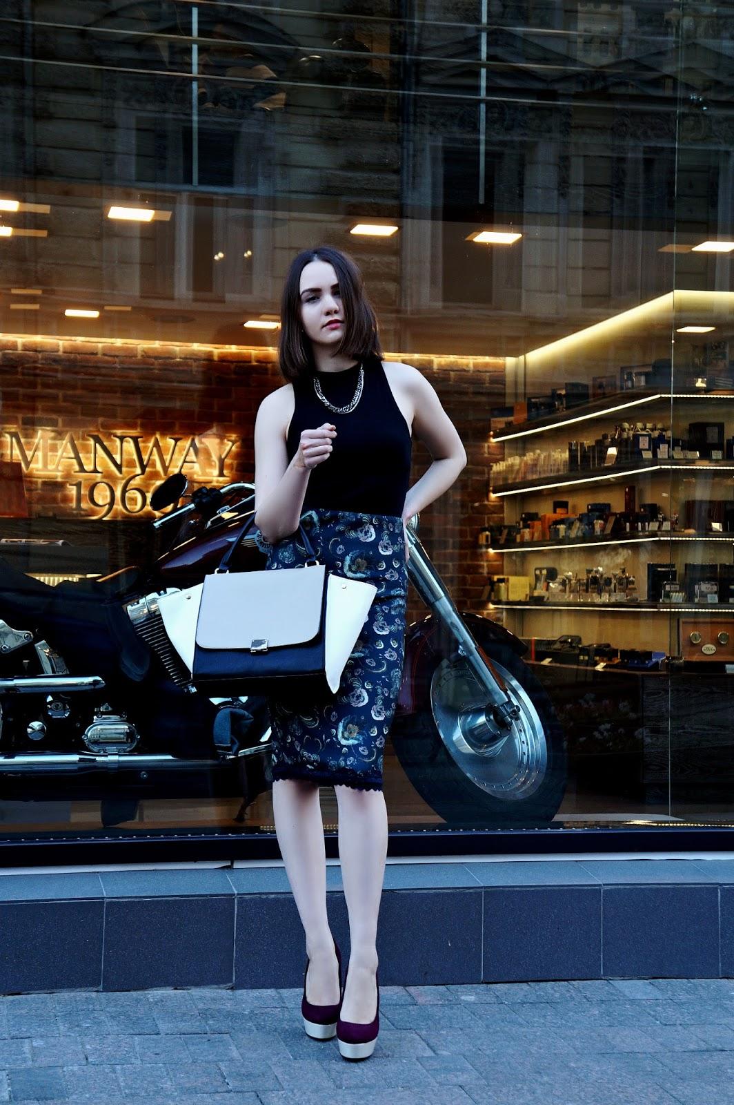 Alina Ermilova look | Printed pencil skirt