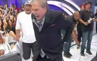 Calças de Sílvio Santos cai!