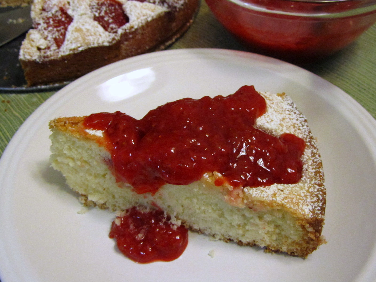 Alosha's Kitchen: Strawberry Cake with Strawberry Compote