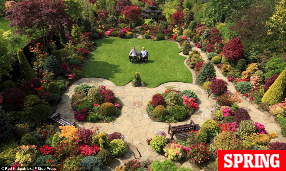 The world in pictures four seasons one suburban paradise for Gardening 4 all seasons