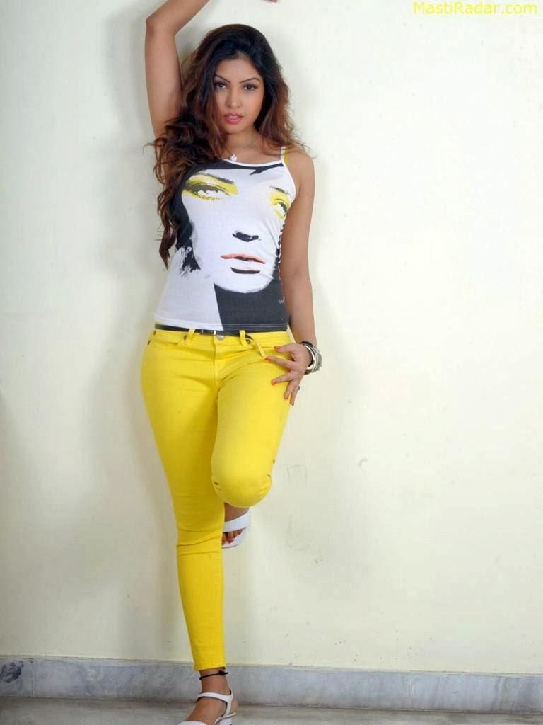 Komal+Jha+Hot+Photos+in+Tight+Jeans010