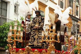 http://2.bp.blogspot.com/-oUH_yNAwqdI/U2ghkzz6iSI/AAAAAAAAgpE/kau6ohFpYmc/s1600/Jes%C3%BAs+de+la+Sentencia+(Macarena)+en+calle+Feria+por+la+ma%C3%B1ana.jpg