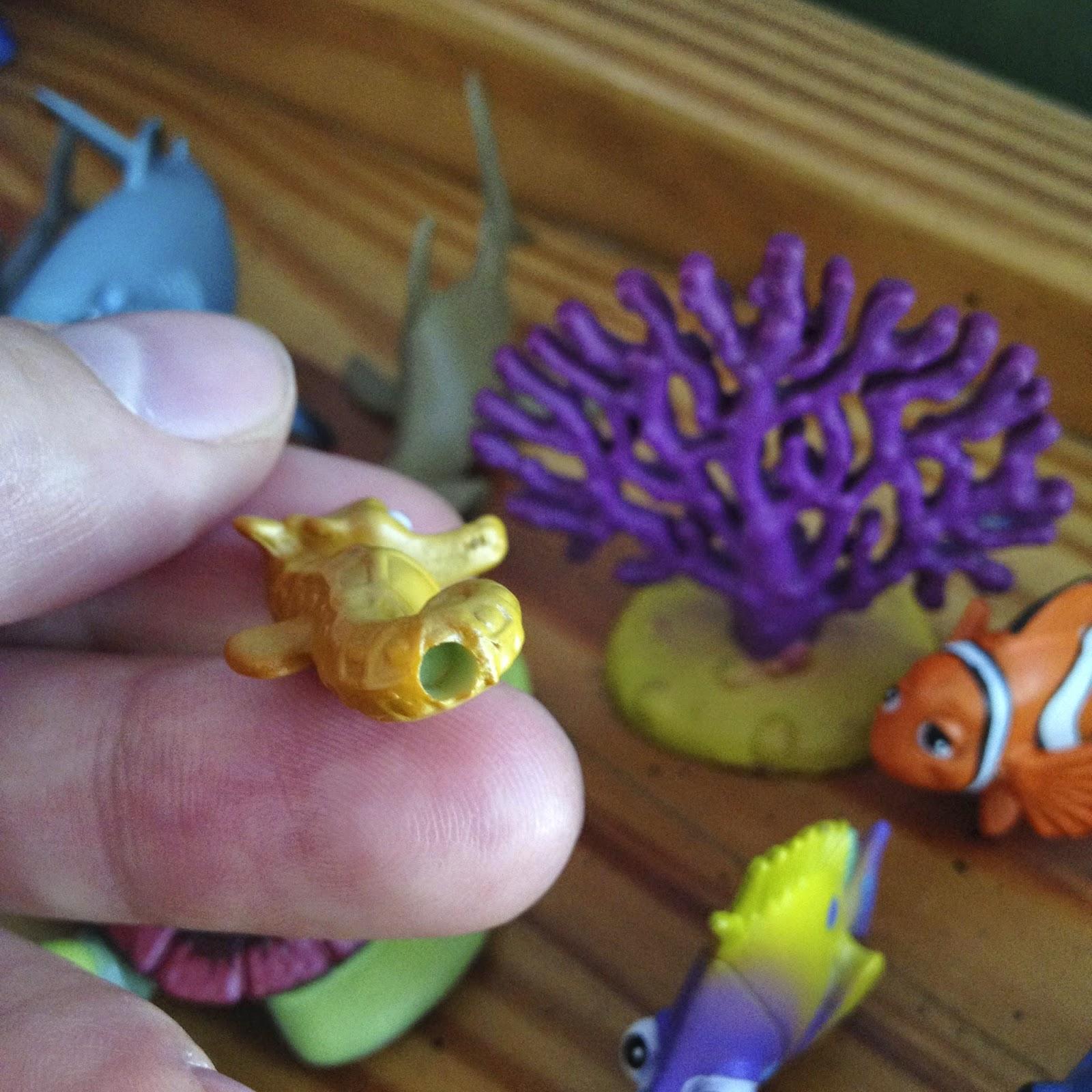 Dan the pixar fan finding nemo hasbro aquarium adventure for Finding nemo fish