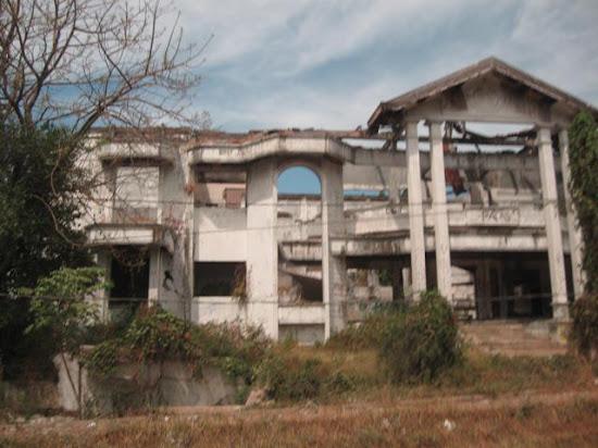 Catatan Noel - Menguak Fakta dan Mitos Rumah Hantu Darmo