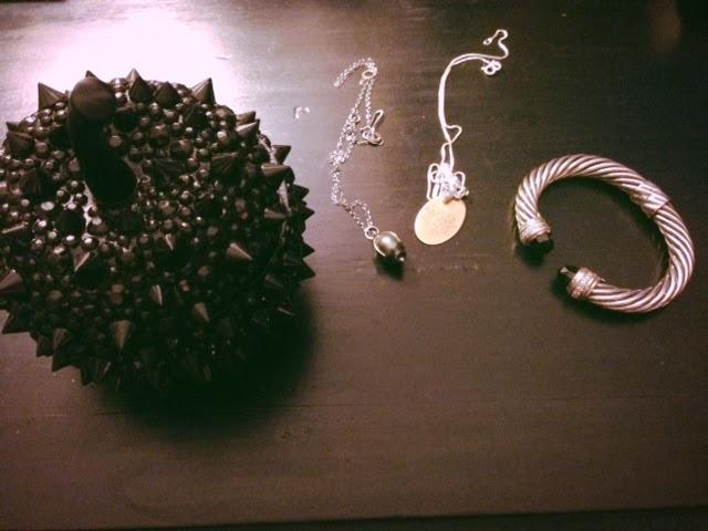 BCBG spiked black apple, BCBG spikey jewelry box, BCBG Maxazria spiked apple jewelry box, trendy jewelry holder, LeAnn Rimes jewelry box, pretty jewelry holders, getting your jewelry organized, Black Onyx David Yurman cable bracelet, black pearl necklace, Johnny Cash I keep a close watch on this heart of mine lyrics necklace