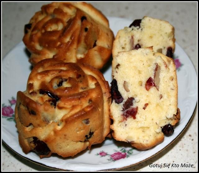Muffinki z żurawiną i migdałami