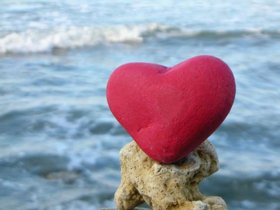 hình ảnh về tình yêu đẹp lãng mạn dễ thương, gối trái tim