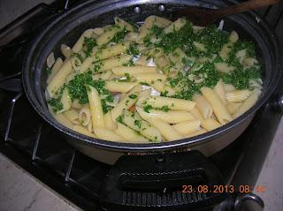 pennette  alla polpa di granchio-arselle e latte di soia- medaglioni di carne di maiale farciti - vermicelli  di semola con zucchine  e latte di soia