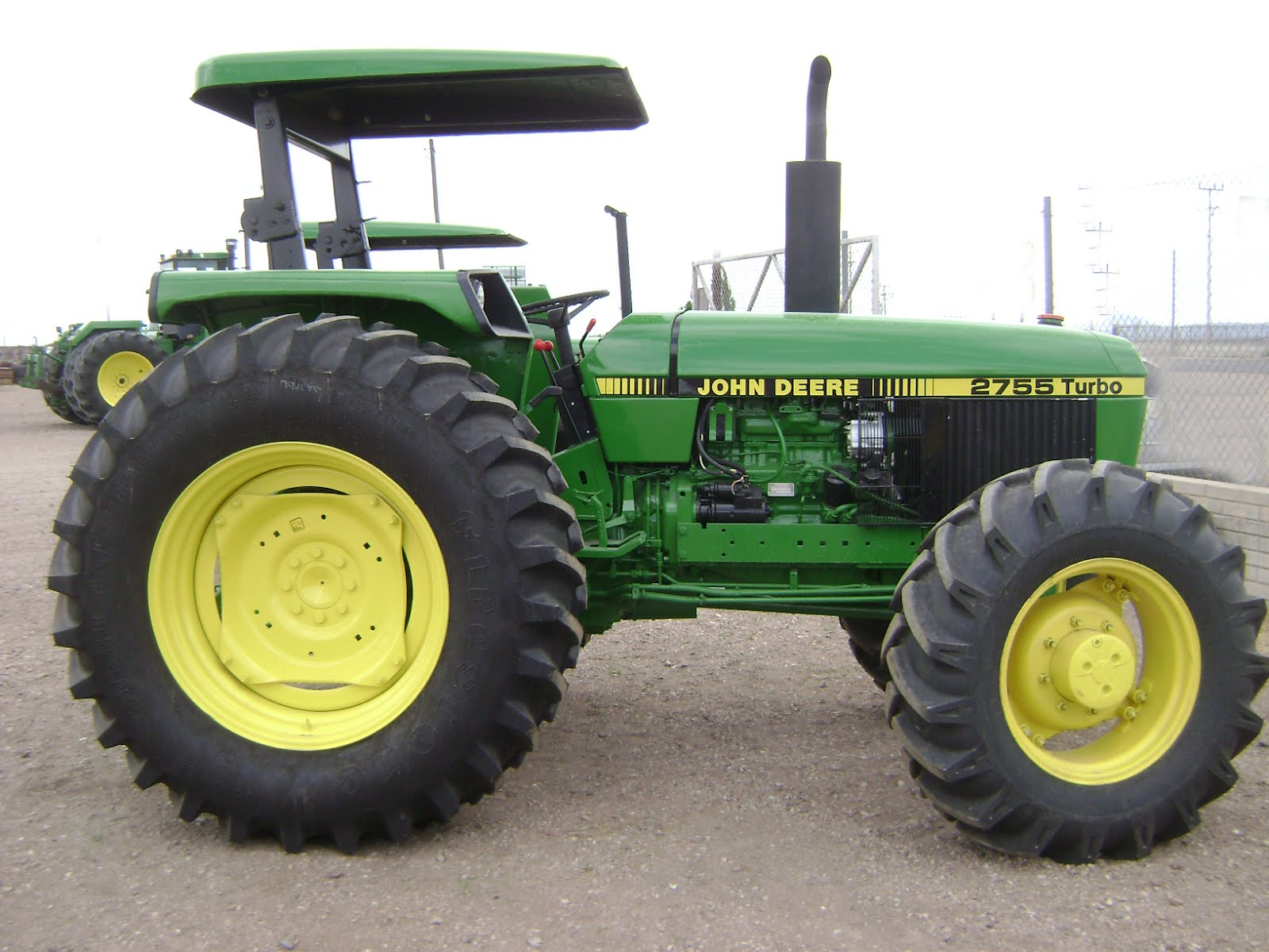 Maquinaria Agricola Industrial  Tractor John Deere 2755 4x4  19 000 Dlls