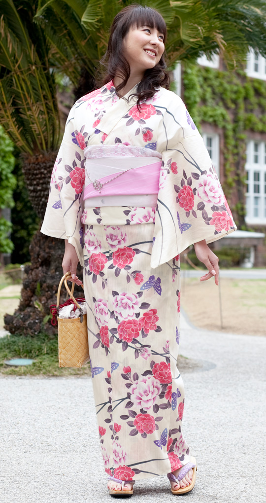 Yukata design depend on cool feeling which is the raw material topic in the industry this summer (100% cotton / polyester).
