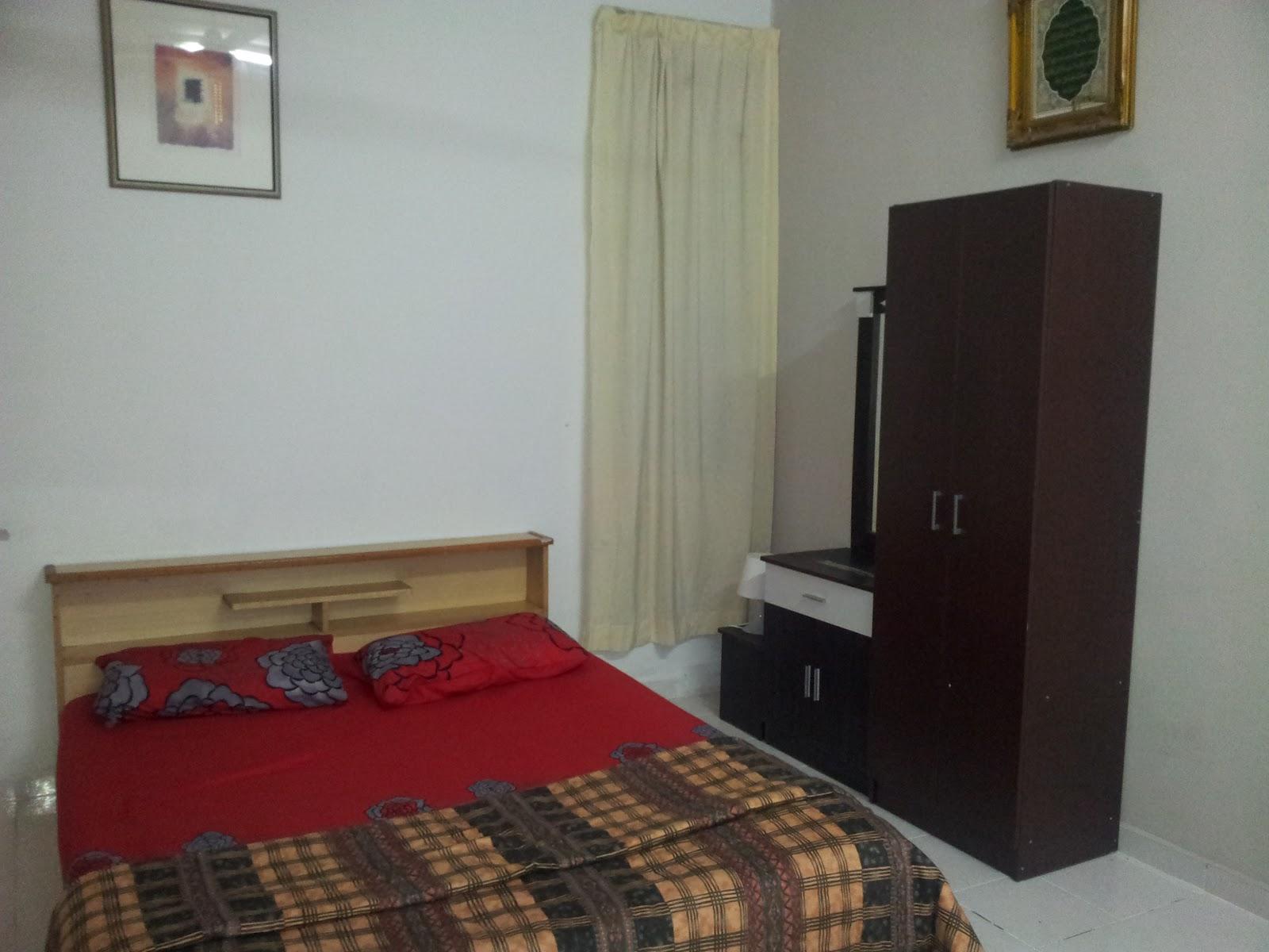 Nilai budget homestay homestay familia de casa - Master bedroom study table ...