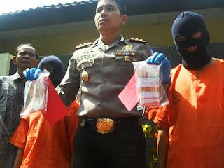 Edarkan Uang Palsu, Dua Petani Dibekuk Polisi