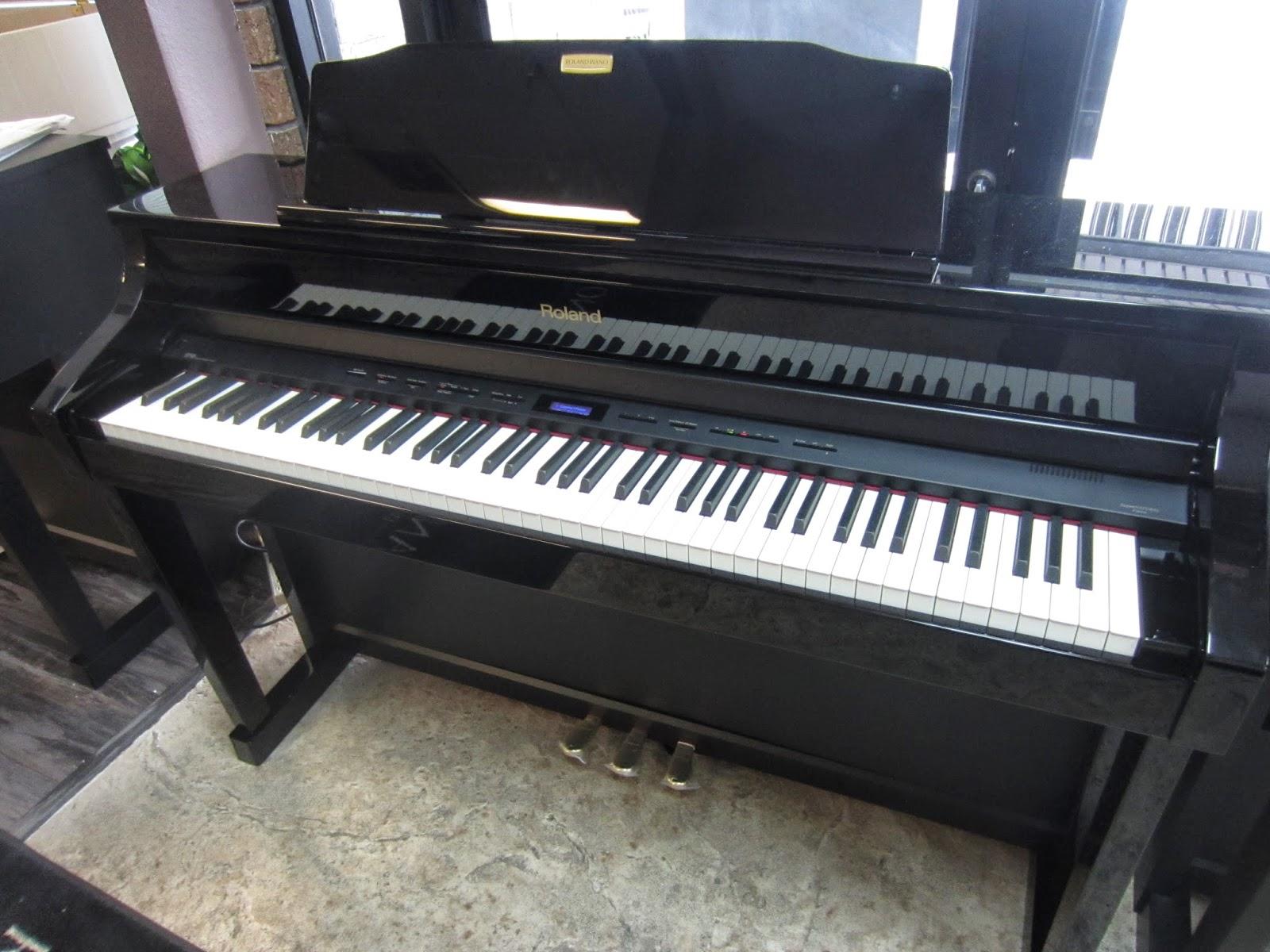 Roland HP508 digital piano
