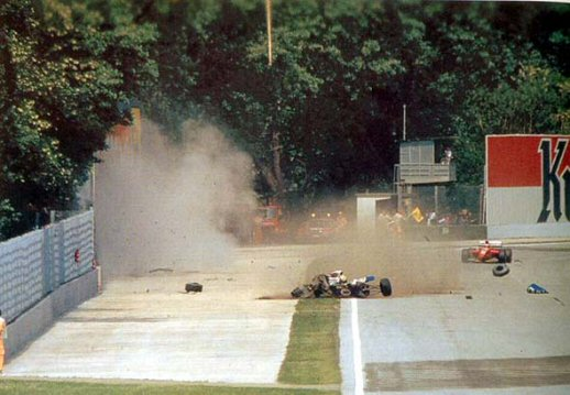 Acidente fatal de Ayrton Senna em 1994 no GP de Imola de Formula 1, by murderiseverywhere.blogspot.com