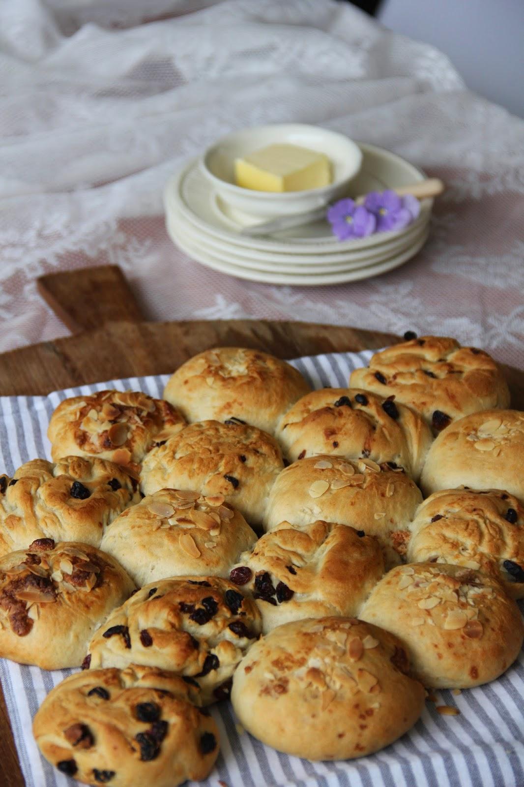 Paasbreekbrood met kaneel-amandelspijs - www.desmaakvancecile.com