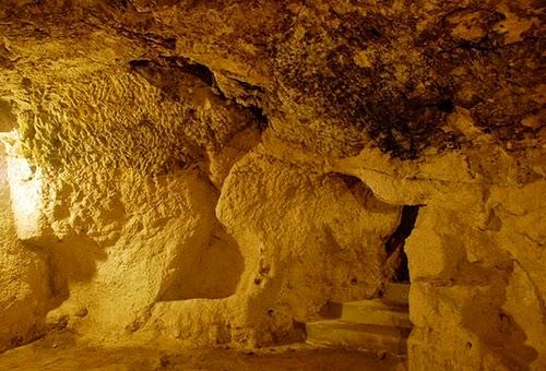 08-Derinkuyu-Anatolia-Turkey-Secret-Underground-Cities-Architecture-www-designstack-co