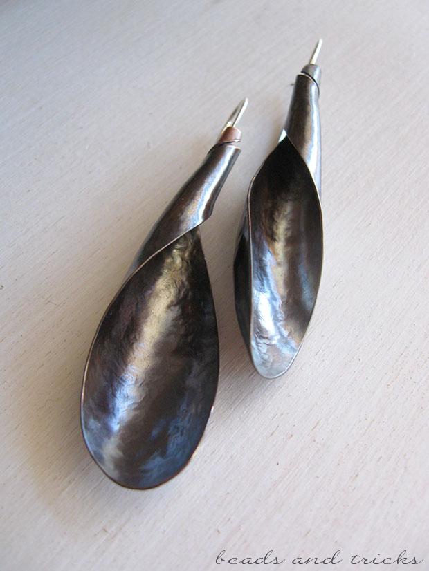 Orecchini forgiati a mano in rame a spirale e gancio in argento
