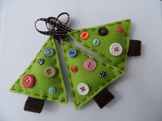 Enfeite árvore de natal em feltro - pinheirinho com botões