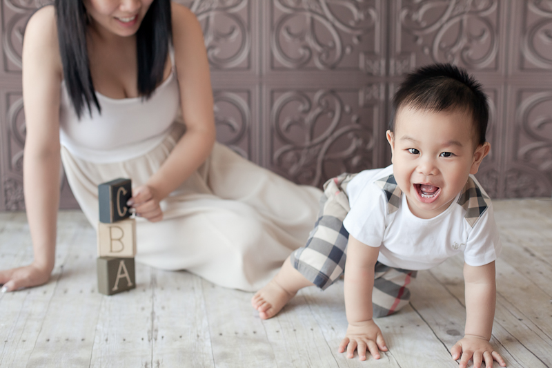 Burnaby Baby Photographer - Baby Boy fun with blocks