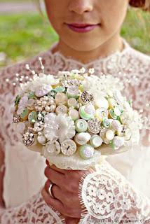 都是用上不同的襯托的結婚花球