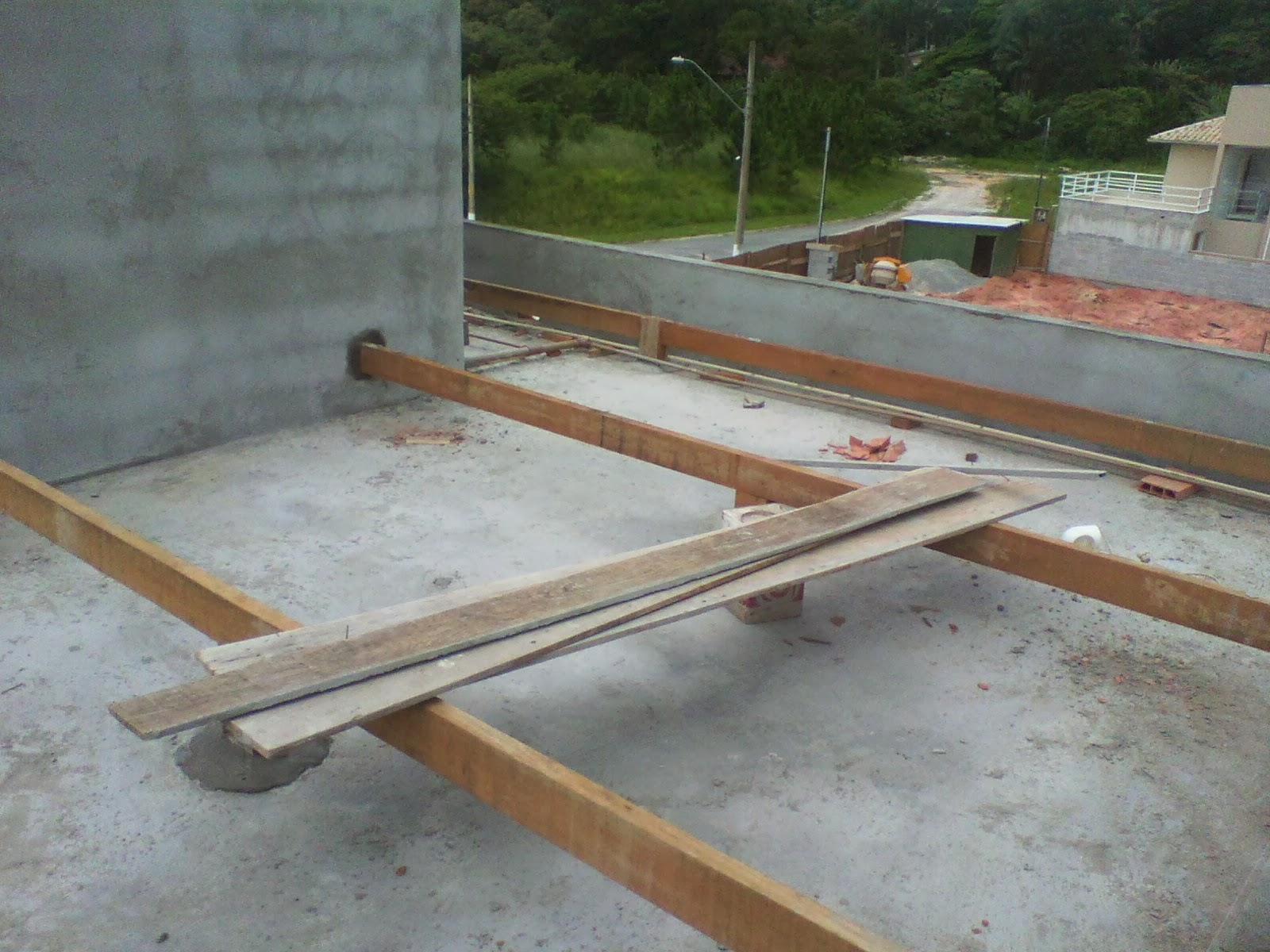 Casa Tony & Ta: Caixa d'agua Instalada e Madeiramento Telhado #4B5B2F 1600x1200