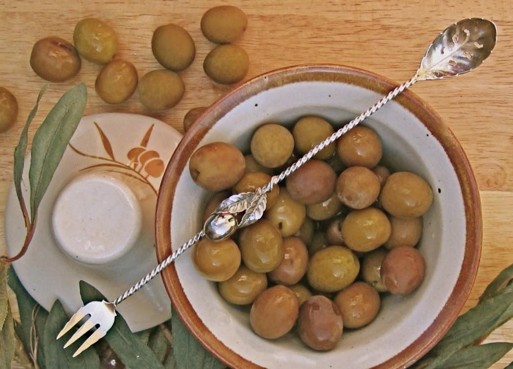 Etiquipedia: More of Amy Vanderbilt\'s Dining Etiquette