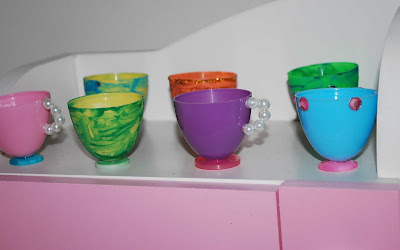 How To Decorate Plastic Cups With Paint Pens