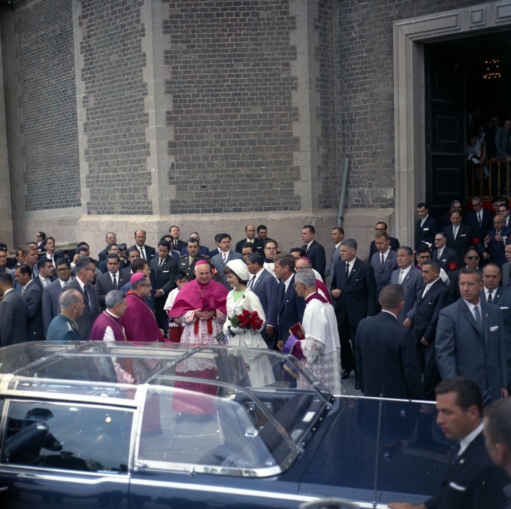 7/1/62, Mexico: JFK & the bubbletop he allegedly didn't like...again!