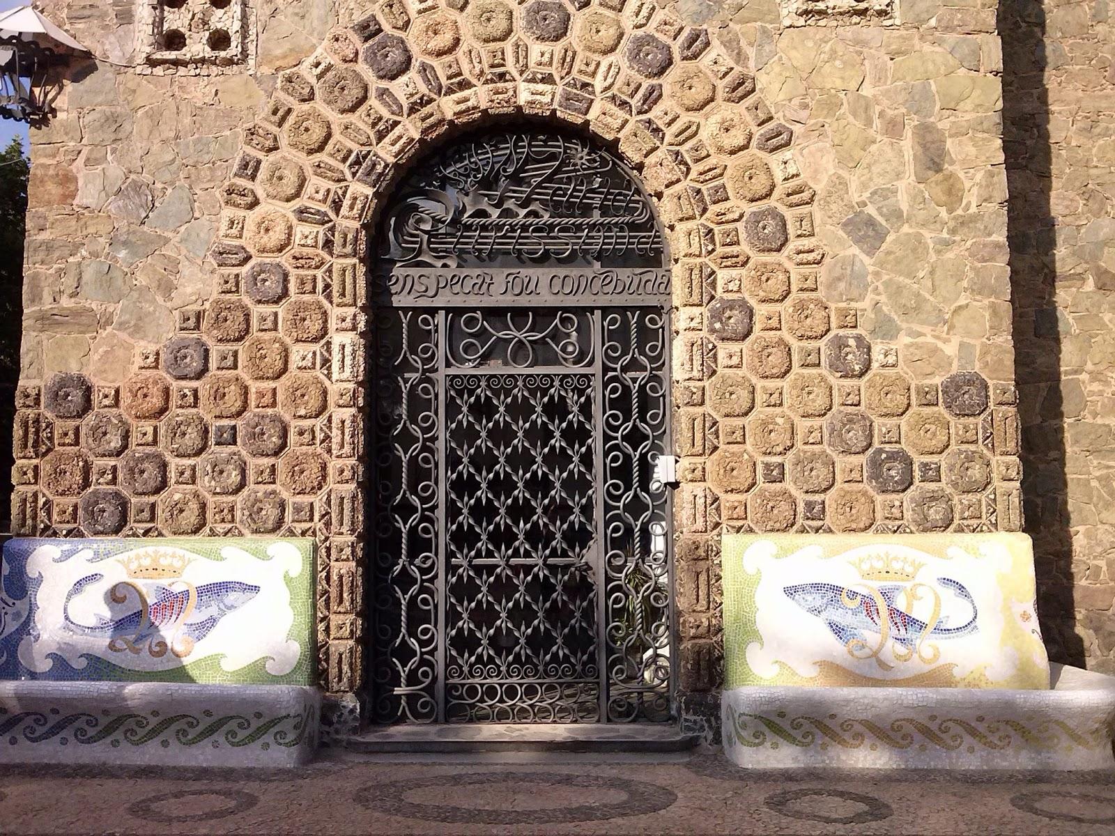 Lovelytours torre bellesguard recuperando espacios para for Puertas de entrada de hierro