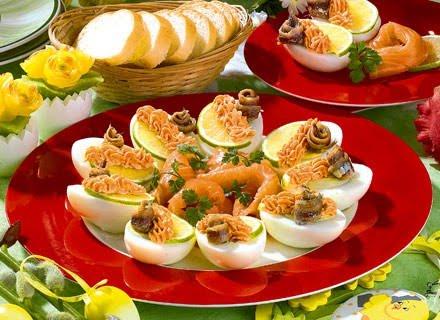 Яйца с лососем