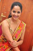 anasuya sizzling saree stills-thumbnail-17
