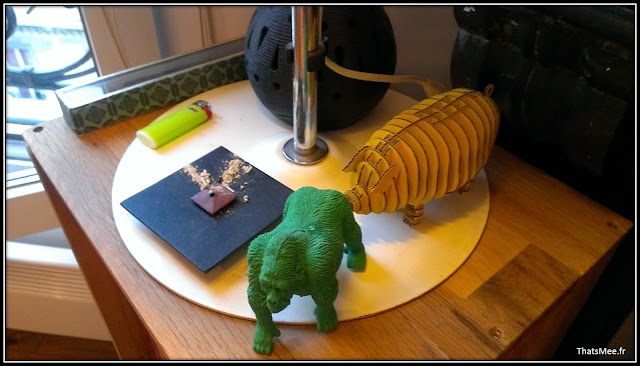déco style loft 40m² meuble métier tiroir table Etsy 70s fauteuil club brocante, figurines gorille vert cochon jaune en papier