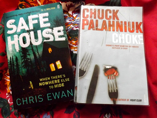 book review chuck palahnuik - choke, chris ewan - safe house