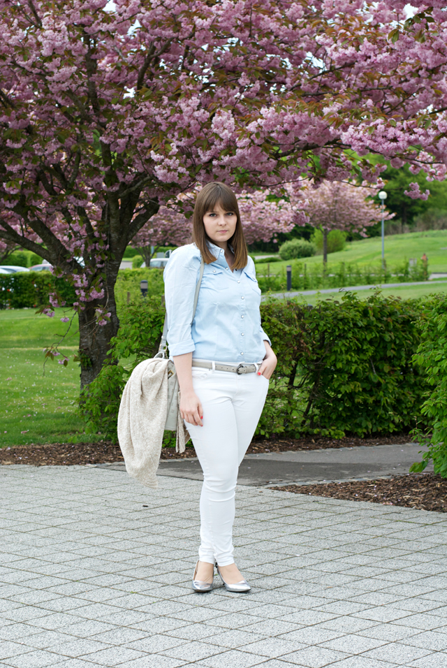 white pants denim shirt outfit luxembourg fashion blogger