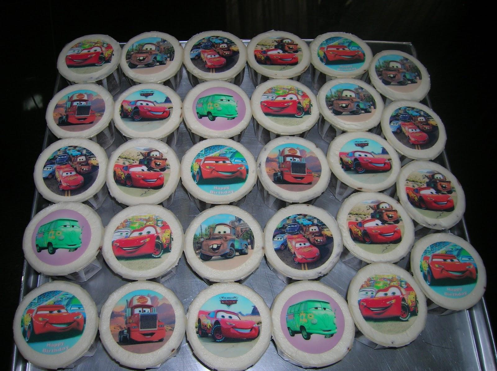 Feedazdelishcakes Codemccp023 Moist Chocolate Cupcake With Baju Overall Mqueen Buttercream And Lightning Mcqueen Edible Image