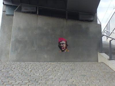 Unter der Brücke - Gesicht mit pinker Mütze || PeintreX || Frankfurter Ring || München