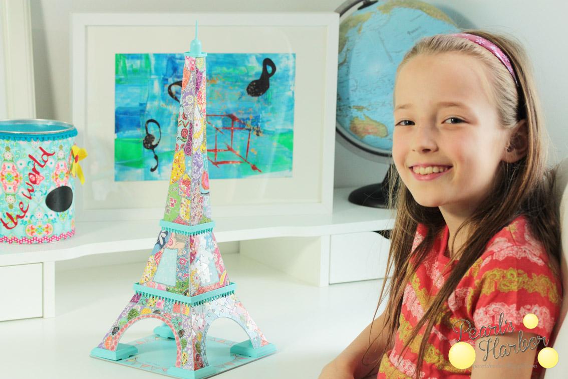 Der Eiffelturm als Patchwork-Kunstwerk mit bunten Stoffdetails vorgestellt auf Pearl's Harbor Blog