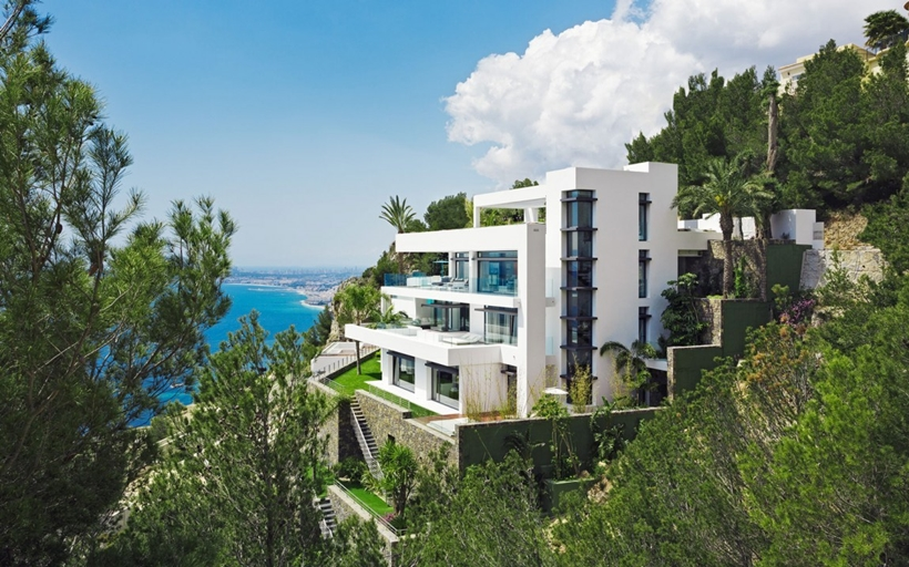 Modern Mansion Built On The Cliffs