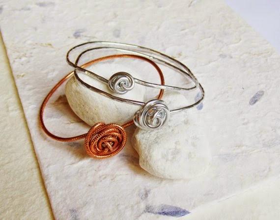 https://www.etsy.com/listing/170351296/rosebud-bracelet-set-of-3-wire-jewellery?ref=favs_view_4