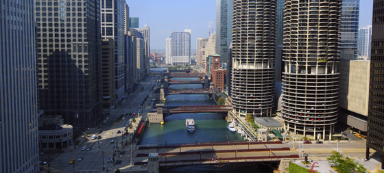 El río Chicago y Marina City