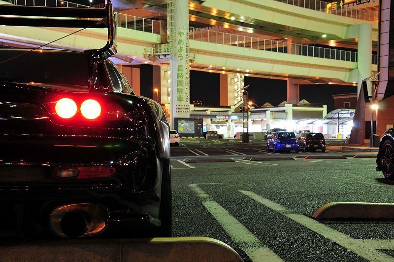 Mazda RX-7 FD, japoński sportowy samochód, motoryzacja, jdm, zdjęcia, fotki, photos, tuning, nocna fotografia, samochody nocą, po zmroku, auto, rotor, wankel, rotary, z wirującymi tłokami, kultowy, legenda, ponadczasowy, piękny, design