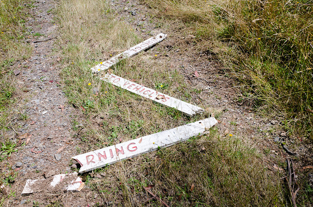 broken sign on upper howqua road