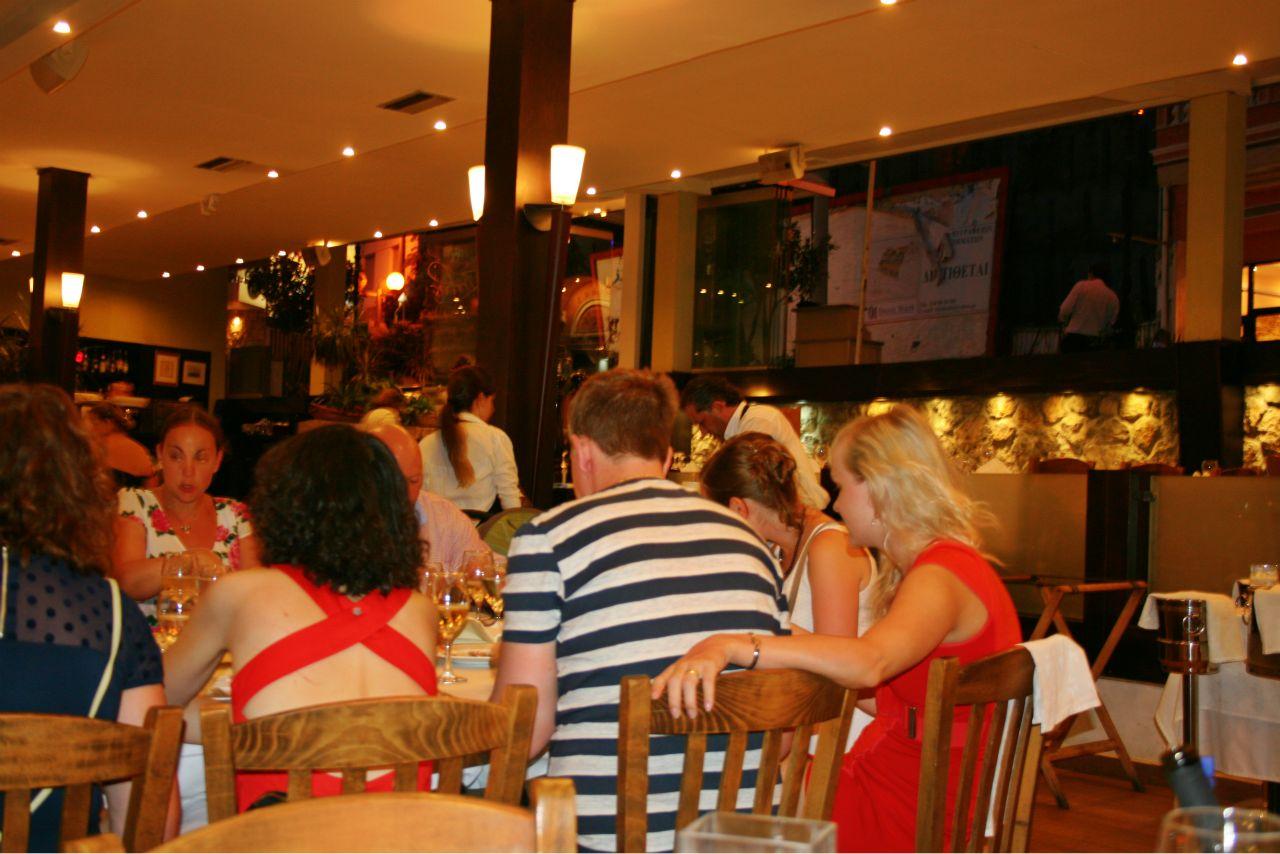Restaurante en Microlimano, Piraeus (Atenas, Grecia)