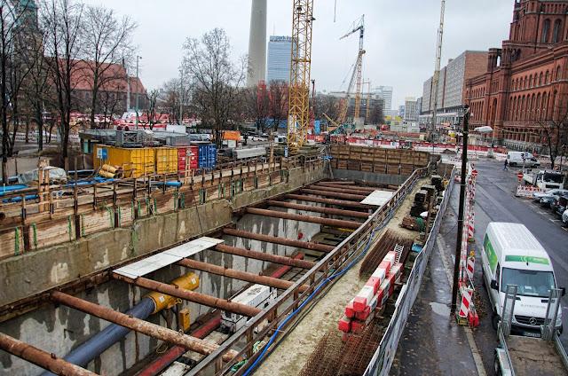 Baustelle Erweiterung der U-Bahn Line 5, Am Roten Rathaus, Rathausstraße, 10178 Berlin, 10.12.2013
